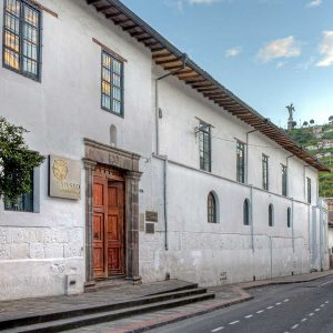 A view of the Quito City Museum with the Panecillo in the background