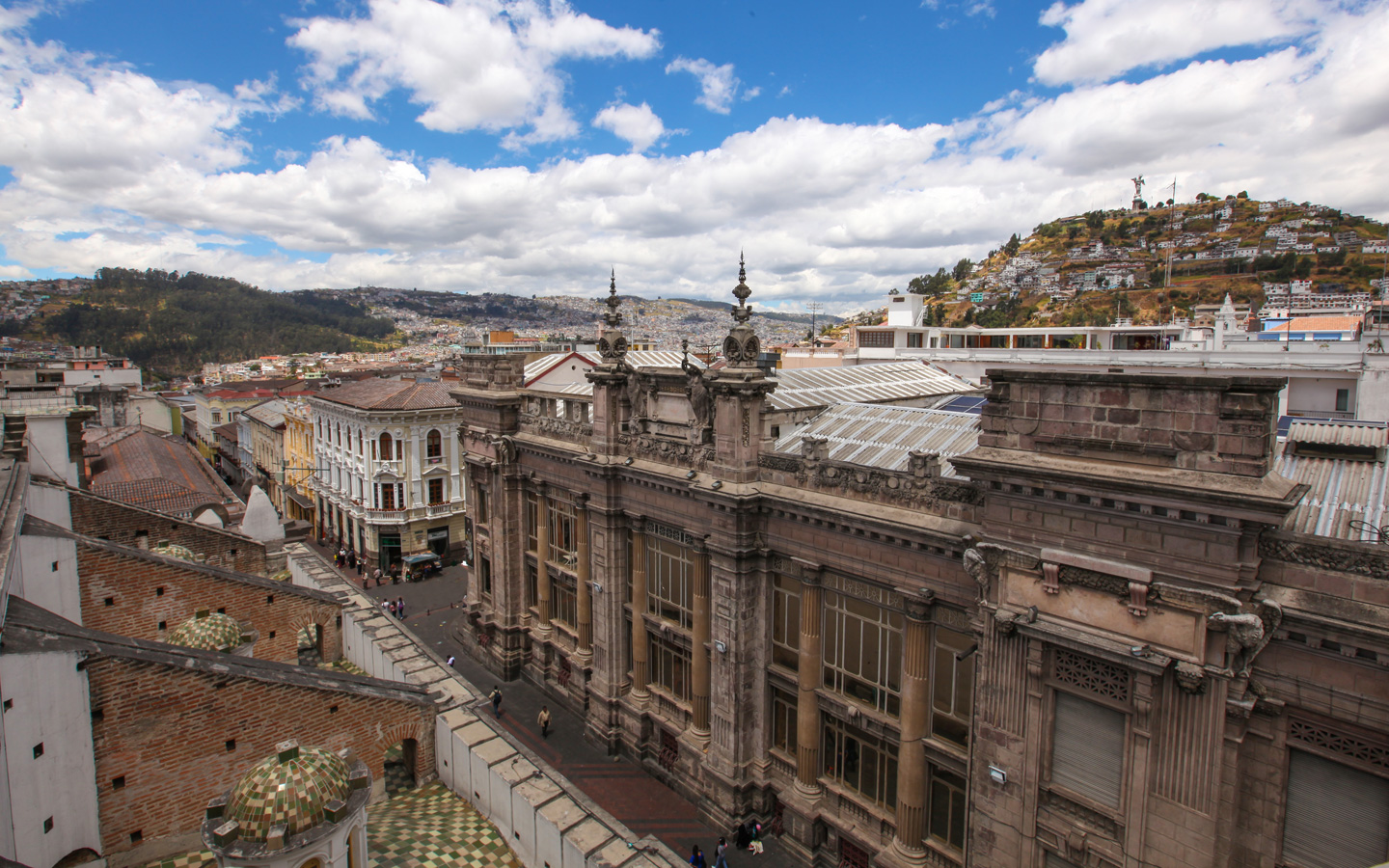 A view of the Calle de las 7 cruzes in the Historic Center of Quito